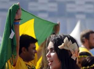 Torcidas de Costa Rica e Grécia fazem festa antes de jogo