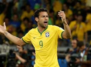Ex-país do ataque, Brasil sofre com Fred e vê futuro sombrio