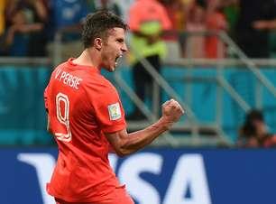 Com gol 'de peixinho', Van Persie se destaca durante a Copa
