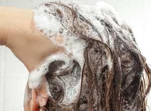 Pré-xampu esfoliante remove resíduos do couro cabeludo