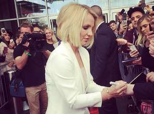 Britney Spears completa 33 anos com curto loiríssimo