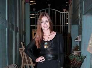 Poderosa! Marina Ruy Barbosa usa transparência e fenda em SP