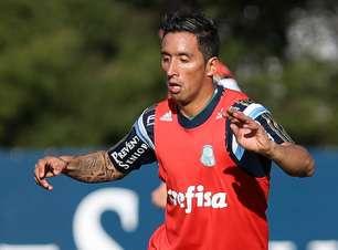 Barrios faz gols em 1º treino, e time viaja sem Zé e Arouca
