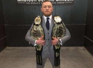 McGregor tira onda e posta foto com dois cinturões do UFC