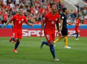 Chile empata com Austrália, perde liderança, mas vai à semi