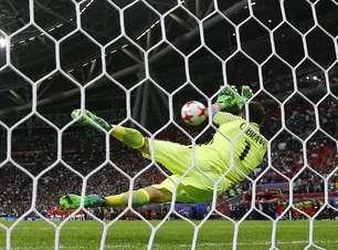 Bravo brilha nos pênaltis, e Chile vence Portugal e avança