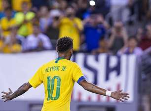 Tite vê amadurecimento, mas Neymar sofre com fama de cai-cai
