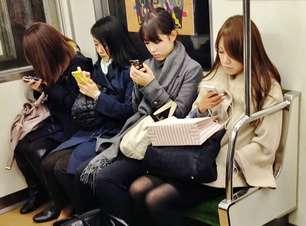 Para não conversar, 79% dos brasileiros fingem usar o celular