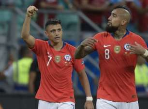 Chile bate Equador e se garante nas quartas da Copa América