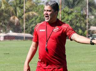Vila Nova demite o técnico Marcelo Cabo