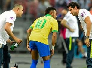 Neymar volta a Paris e começa tratamento após lesão; ele ficará fora por quatro semanas