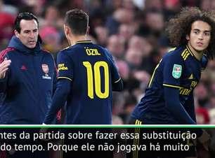 Emery elogia desempenho de Özil apesar da substituição