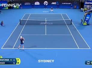 TÊNIS: ATP Cup: Medvedev vs Schwartzman (6-4, 4-6, 6-3)