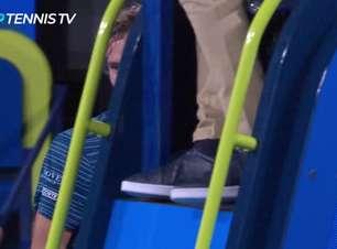 Viral: ATP Cup: Medvedev dá raquetadas na cadeira do árbitro