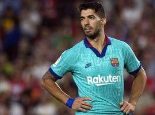 Suárez opera joelho e será baixa por 4 meses no Barcelona