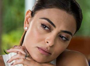 """""""Totalmente Demais"""": relembre as unhas stiletto de Juliana Paes"""