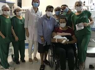 Mãe recuperada de covid-19 vê bebê 43 dias após parto de emergência
