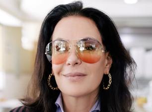 Óculos de sol dão ar fashion aos looks de Carolina Ferraz