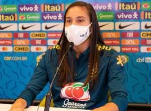Camila cita surpresa em substituir Marta na Seleção feminina; Adriana comemora momento