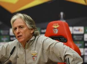 Jorge Jesus sobe o tom, lembra período no Flamengo, fala de fase do Benfica, mas diz: 'Críticas injustas'