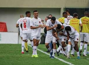 Mais jovem a marcar pelo Oeste, Kauã Jesus celebra primeiro gol como profissional