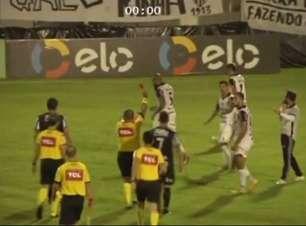 Na Copa do Brasil, ex-jogador do SP tenta acertar cabeçada em companheiro de equipe e é expulso