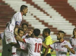 Náutico goleia Vitória em jogo marcado por choque de cabeças pelo Campeonato Pernambucano