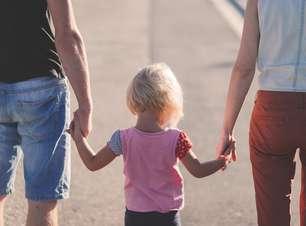 Pais tentam 'blindar' filhos pequenos sobre a pandemia
