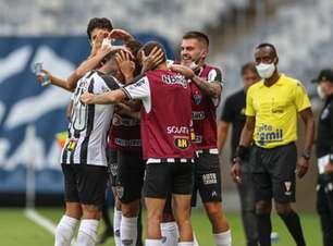 Vargas marca, Atlético-MG vence outra e fica perto da semi