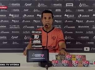"""VITÓRIA: Rodrigo Chagas nega ter 11 jogadores titulares, mas avalia: """"A possibilidade de eu manter a equipe que vem jogando é grande"""""""