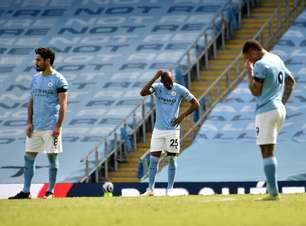 Com 1 a mais, líder City perde do Leeds antes de decisão