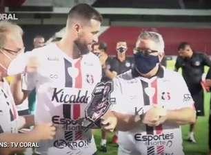 SANTA CRUZ: Despedida de Danny Morais é marcada por emoção e homenagem do clube