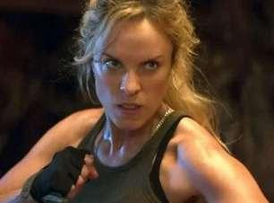 Atriz fez pesquisa no Google para saber como interpretar Sonya em Mortal Kombat