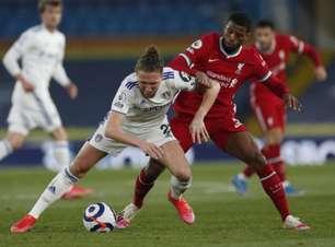 Em partida marcada por protesto contra a Superliga, Leeds e Liverpool empatam pelo Inglês