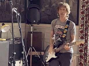 """Mick Jagger diz que teve """"sorte"""" ao enfrentar o isolamento social"""
