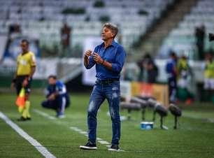Torcida do Grêmio vai ao aeroporto se despedir de Renato Gaúcho