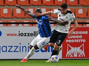 Spezia monta forte bloqueio e líder Inter de Milão empata