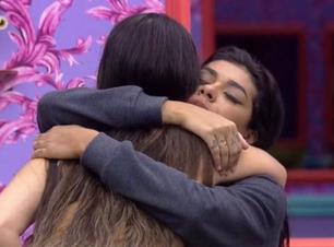 """BBB: """"Você é maravilhosa"""", diz Juliette ao abraçar Pocah"""