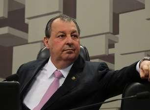 Aziz admite possibilidade de convocar Guedes e governadores