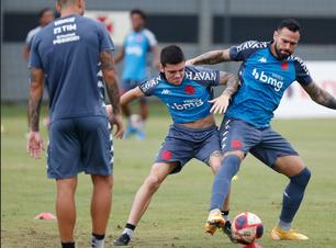 Vasco avalia possibilidade de novos reforços