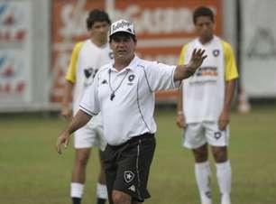 Carlos Roberto analisa o Botafogo após empate: 'Não dá esperança de que virão dias melhores'