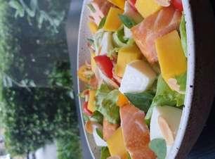 Salada de salmão com manga para o Dia das Mães