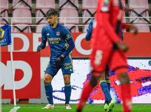 Paquetá marca em goleada do Lyon e acirra briga por vaga na Champions