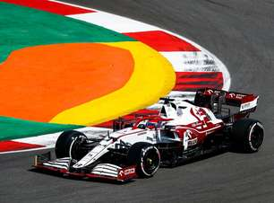 Ex-rival pelo título da F1, Räikkönen aposta que Hamilton vai ser batido outra vez