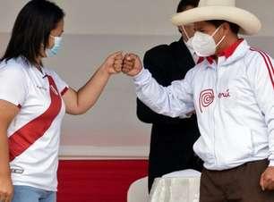 Keiko e Castillo assinam compromisso democrático a pedido de igrejas no Peru