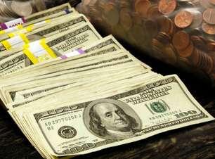 Dólar pausa quedas, mas segue perto de mínimas em quatro meses