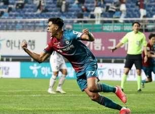 Atacante Matheus Pato vibra com gols decisivos pelo Daejeon Citizen