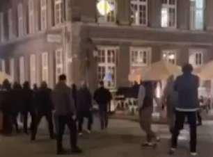 Torcedores do United são atacados por poloneses antes de final da Liga Europa; veja o vídeo