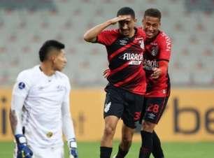 Athletico-PR goleia Aucas e avança na Sul-Americana
