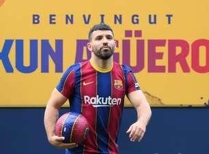 Agüero reduz salário em R$ 106 mi para fechar com Barcelona
